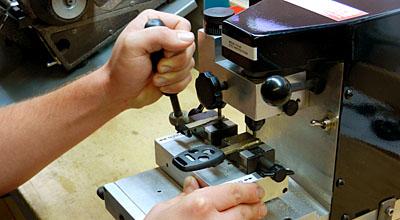 Duplikat Kunci Immobilizer Bekasi Yang Handal Dan Terpercaya Hubungi 0858-8311-3332
